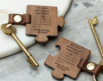 Personalised Wedding Keyring Gift Set / Wood Special Date Calendar Jigsaw Keyring for Husband Wife / 5th Anniversary Gift / Couple Keychains