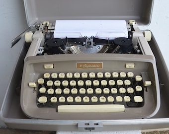 Signature 500 Manual Typewriter