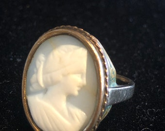Beautiful antique sage green cameo ring