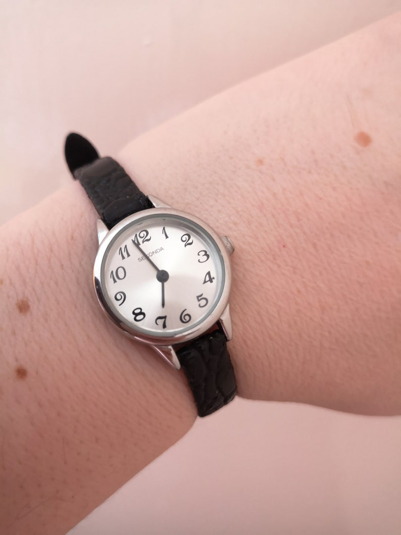 Vintage Silver Colour Round Dial Sekonda Ladies Watch Black Leather Strap Halloween Gift