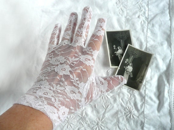 Vintage lace gloves - white lace gloves - mid cent