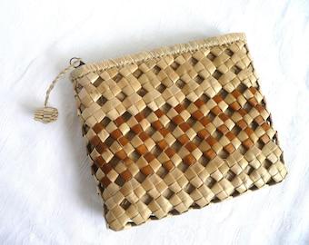 Raffia clutch purse - vintage clutch purse - 1970s straw bag - 1970s hand woven straw clutch bag - natural straw purse