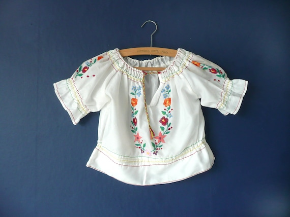 Vintage Hungarian blouse - hand embroidered East E