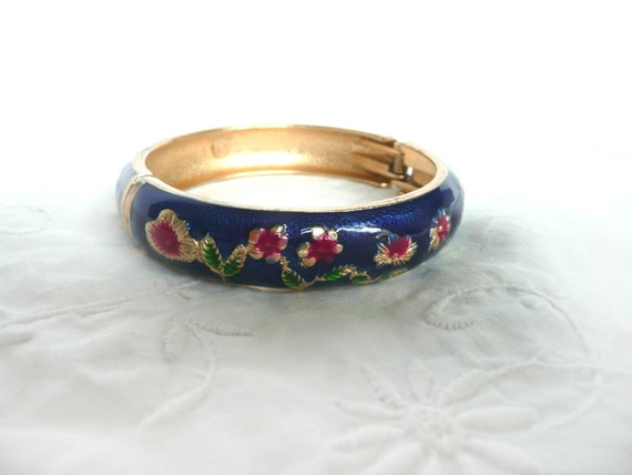White w BlackPurple Chinese Asian Floral Accented Bracelet