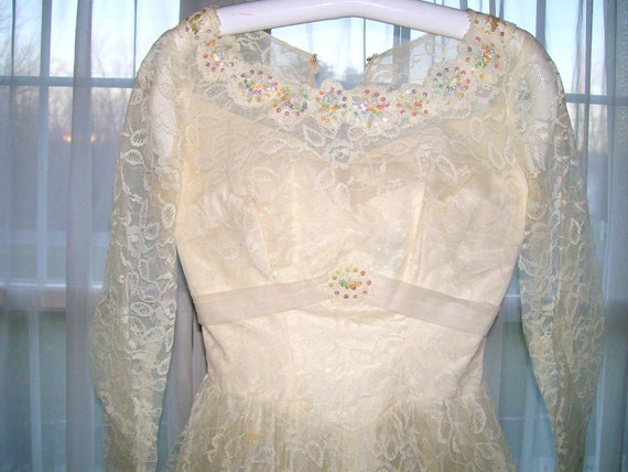 Vintage 1940s Wedding Gown/Dress Ivory Lace Handmade