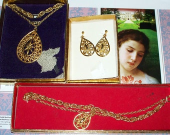 "Stanhome""Golden Grace"" Parure - Goldtone - Vintage 1970s - SHP - Stanley Home Products - Necklace Bracelet Earrings"