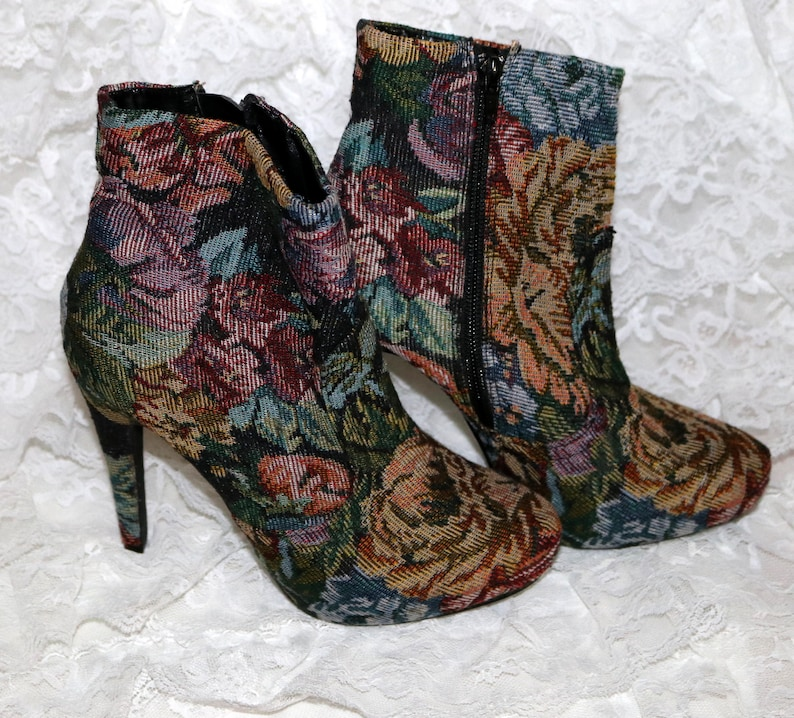 140e7fef73c Diba Tapestry Ankle Boot Size 7 Excellent Condition