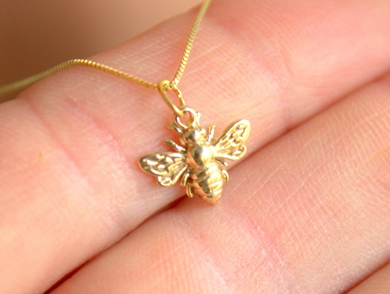 6644c80b460a1 14KT GOLD Bumble Bee Charm Necklace Women Girls Small Little Pendant Superb  Quality Jewelry