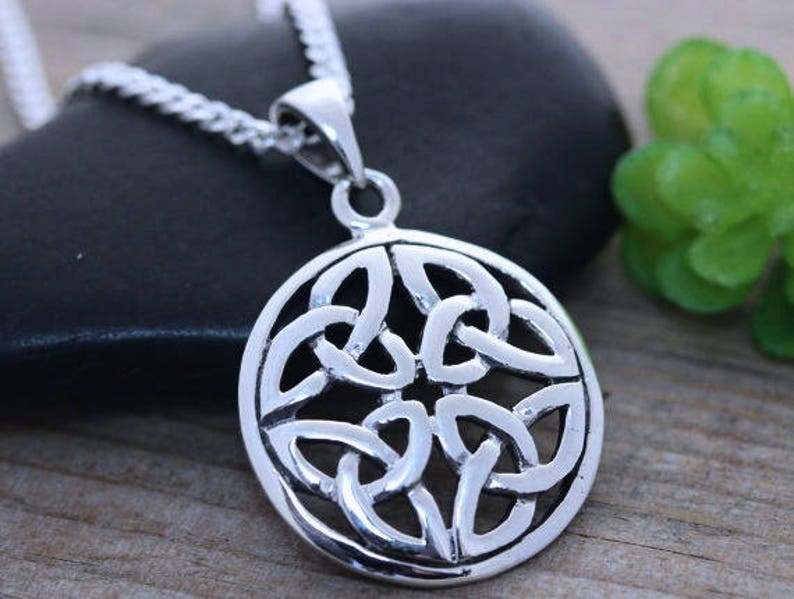 3daf95e5c9635 Celtic trinity knot necklace Everlasting love knot celtic