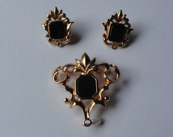 Vintage Avon Gold Tone & Black Faux Onyx Jewelry Set: Brooch, Pierced Earrings