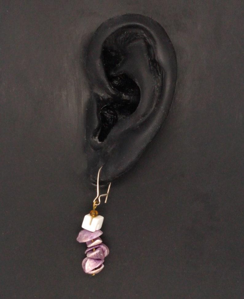 light purple /& white bead ; 1.25 inches dangling Vintage seashell earrings