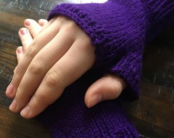 Dark Plum Fingerless Gloves in Woman's Small-Medium