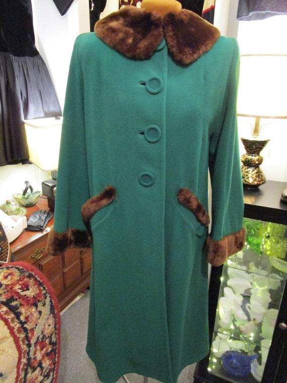 Vintage 1940s Ladies Green Wool Coat Fur Trim
