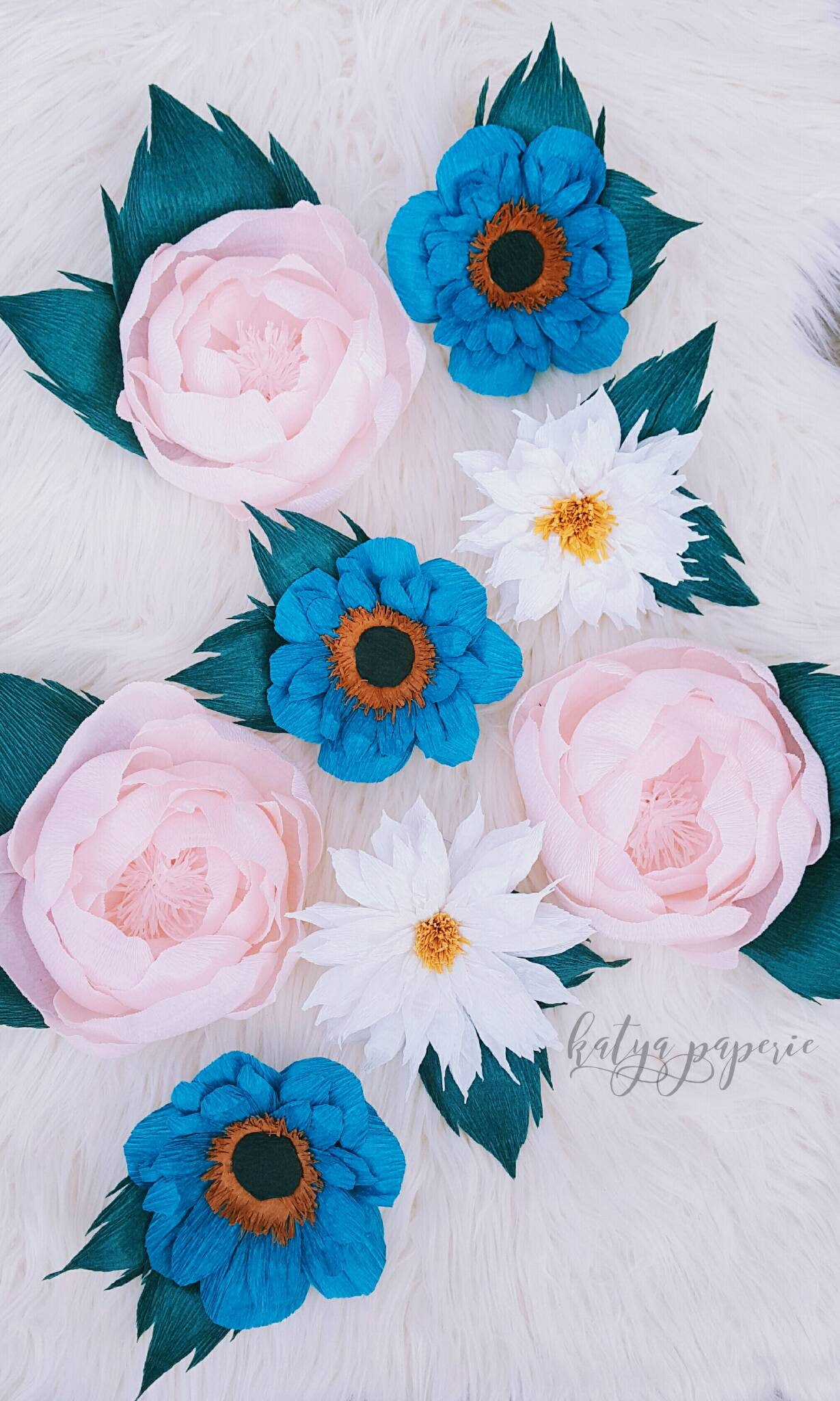 Idee Con Carta Crespa paper flower wall display. crepe paper dahlias, anemones, peonies. girl  nursery wall flowers. shop window decor garden party flower backdrop