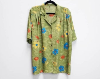 398978919a9 Green Floral Blouse Vintage Oversize Floral Shirt XL Women s Green Floral  Pattern Top Oversized Blouse Floral Print Button Up Top Vintage XL