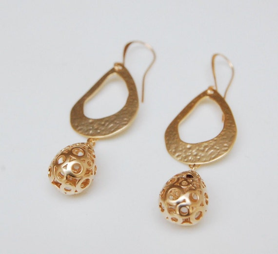 a6acd657d32 Boho Moroccan style gold dangle earrings | hammered gold and filigree |  everyday dangle earrings