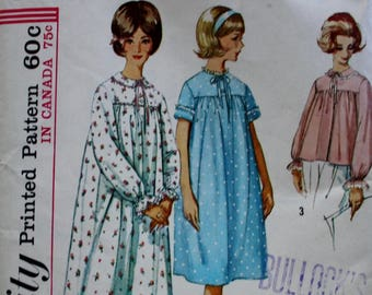 Nightgown and Bedjacket Sewing Pattern/ Simplicity 5193/ UNCUT / Bust 34 /