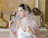 10 % off BY THE SEINE | Embroidered silk flower mantilla veil