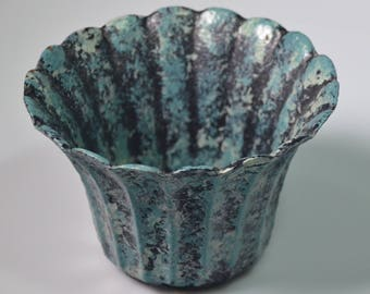 """eb2279 Old Metal Iron ?? Planter Catch-All Mottled Green Scalloped Edges 3.875"""" Tall with a 3"""" Diameter Base 1980s"""
