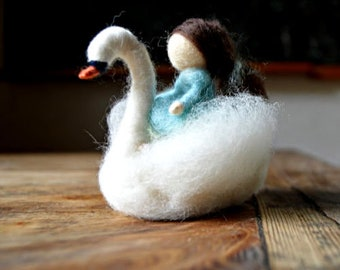 Swan with small thumbline - felted