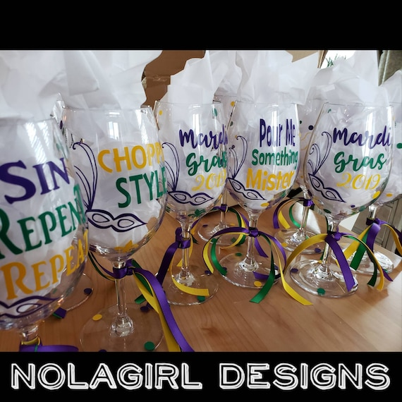 New Orleans Mardi Gras, Wine Glass, Krewe of wine, Bachelorette Party, Custom Colors; Party Favor, Wedding Party Favors, Plastic Wine Glass