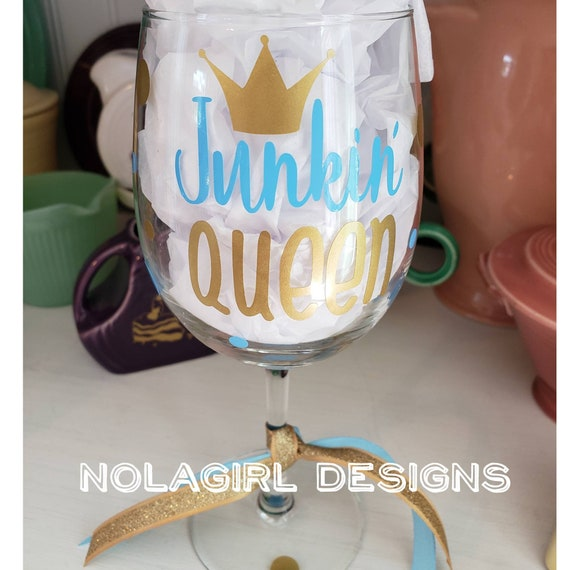 Junk Queen Wine glass, I love Junk, thrift shop, sales, southern, crafty, gifts for her, ladies, queens, trash to treasure, Shopping queen