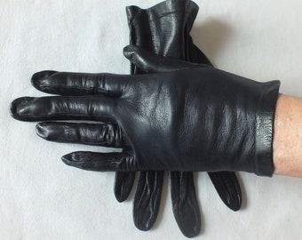 20a3e90ef605e Vintage FINE Softest LEATHER Navy GLOVES Wrist Length Size 6