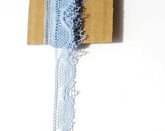 Sky blue vintage lace 3 meters on 11 mm wide it will be perfect to adorn your creations.