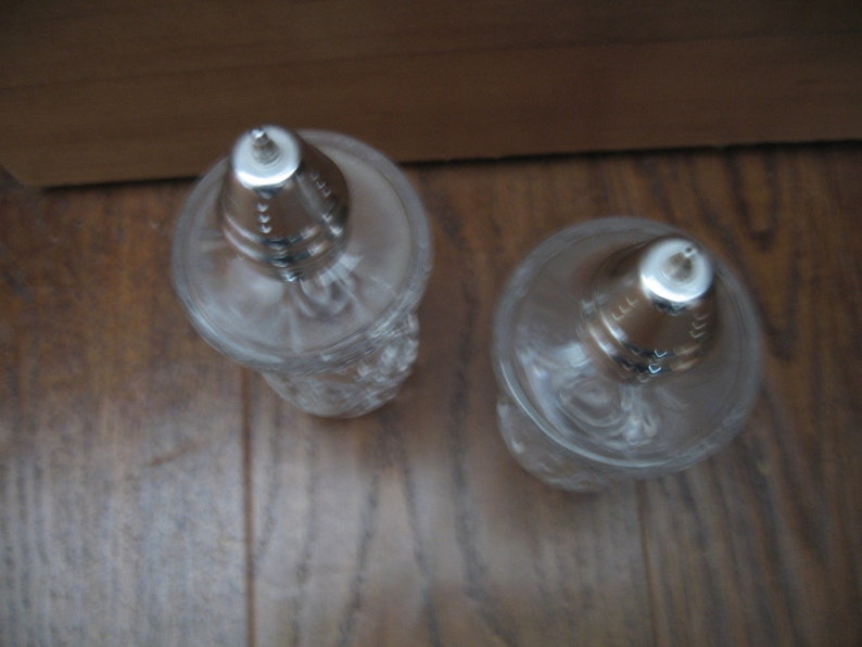 Vintage Pressed Glass Salt /& Pepper Shakers With Diamond Shaped Design