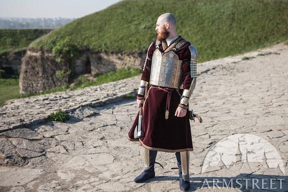 Hombro Medieval Caballero Armadura Churburg pauldrons con adornos de latón