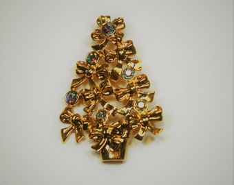 Avon Kensington Victorian  Gold Stick Pin Vintage Costume Jewelry Holiday Gift Ideas Designer Signed Shawl Scarf Pin Clip