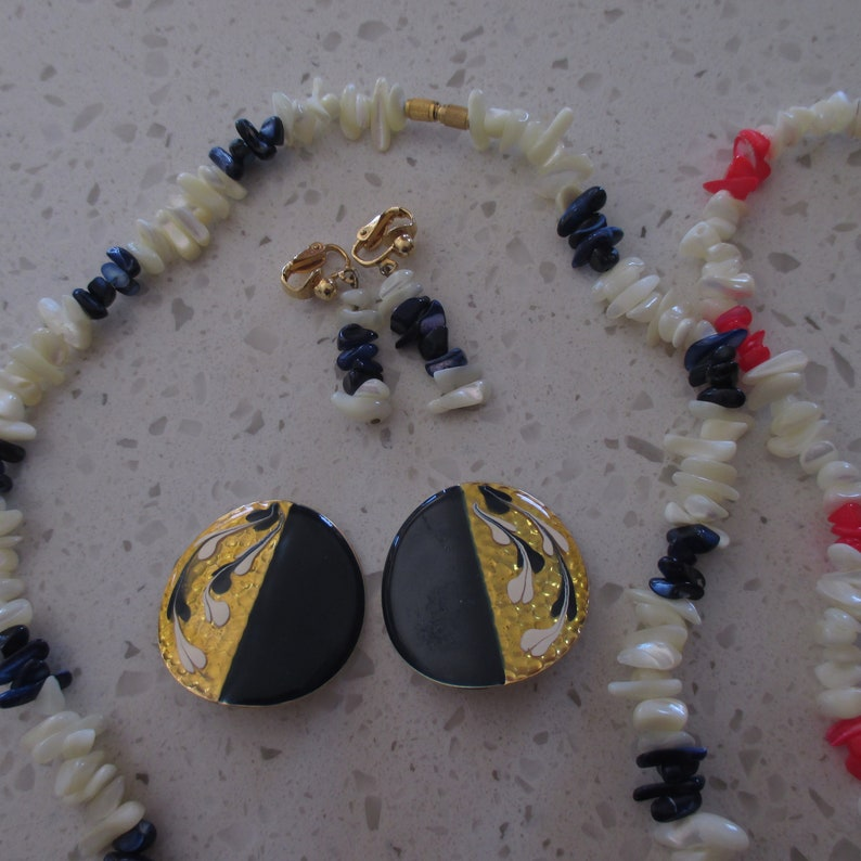 Gift 2 SHELL Necklaces /& Matching Pairs of Earrings Blue Necklace Has Additional Pair Detash 2 Vintage Jewelry Sets Clip Earrings