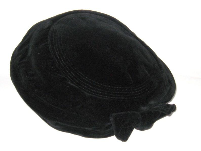 94f6e3ef23cf6 MID Century Vintage 1950s Black VELVET Stitched Brim & Bow   Etsy