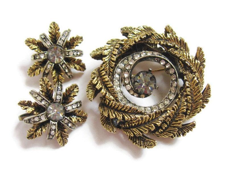 MID Century Vintage 1960s ART Antique Gold Smoke Rhinestone Pinwheel Spiral WREATH Brooch Pin /& Floral Starburst Cluster Clip Earrings Set