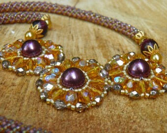 Syriaca - Beadwork Necklace with Shell Pearls