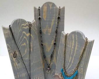 Ensemble de 3 Collier Stands collier en bois rustique affichage vieilli finition gris de récupération bois, prenez vers le bas de la conception pour projets de montre ou à la maison