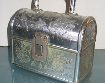 0f99ed975792 Vintage Made in Italy Silver Treasure Box Purse