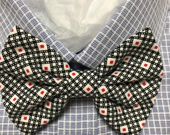 Geometric Lines and Pattern in Red and Black Print Bowtie / Bow Tie