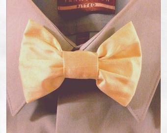 Ivory or Green Shantu Bowtie / Bow tie