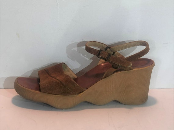 1970s Famolare brown suede Go There platform sanda