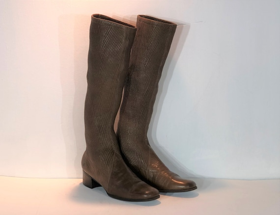 1960s mod brown leather stretch boots - size 8 nar