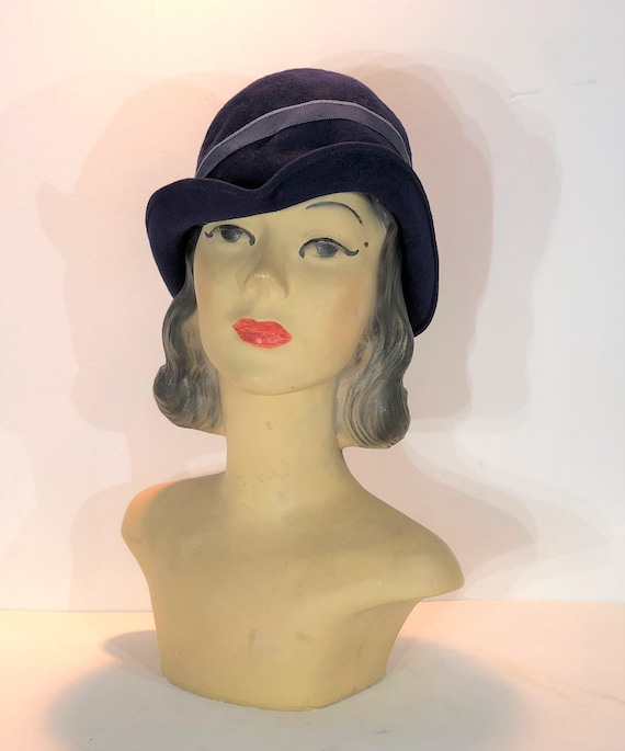 1930s navy wool demi cloche with turned up brim an
