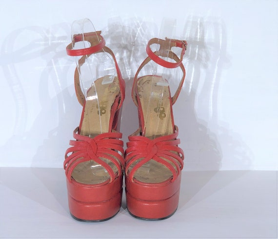 1970s red-orange leather platform sandals - size … - image 4