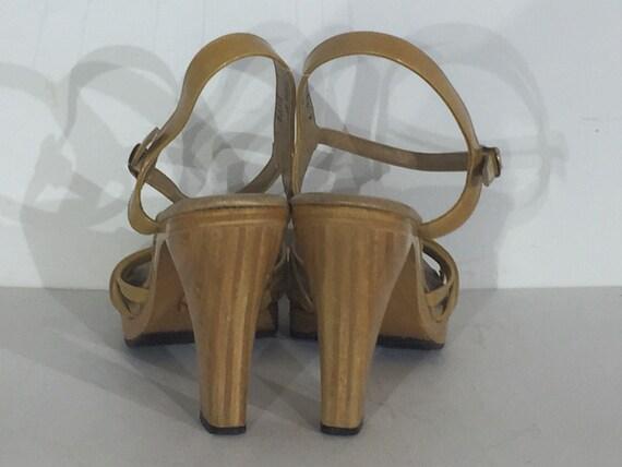 1970s tan vinyl wood platform sandals - size 9 na… - image 4