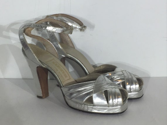 1940s silver platform sandal with front buckle - s