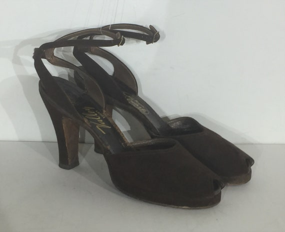 1940s brown suede platform shoe with ankle strap a