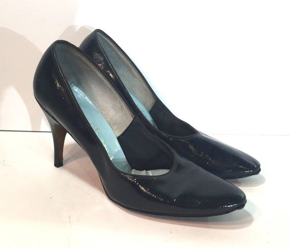 f976718aca9 1950s navy patent leather shoes size 8 1950s blue leather