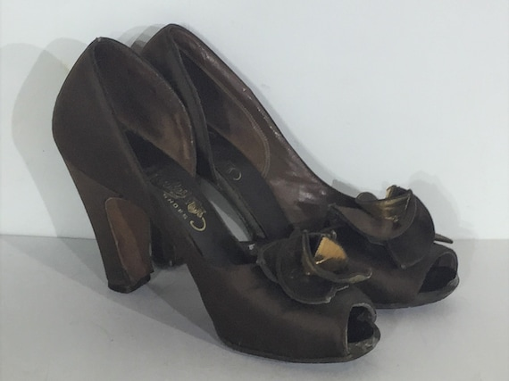 1940s brown and gold satin pumps with floral decor