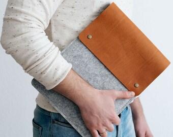 Etui pour nouveau 13 pouces MacBook Pro avec barre de touche, en cuir italien tanné végétal, laine feutre, «Courier», par bande & roll