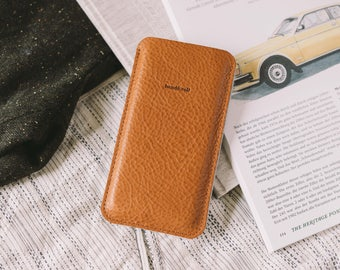 """Cell phone case, fits iPhone SE, iPhone 5S, leather, felt, tan, chestnut, black, """"Dandy"""", by band&roll"""